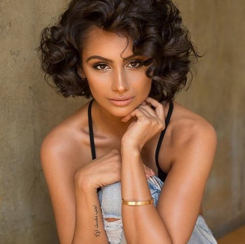 Nazanin Mandi