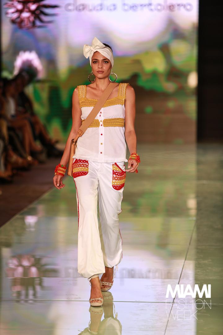 CLAUDIA BERTOLERO Fashion Show Credit: Jorge Parra Photography